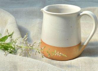 Tenemos lindas jarras y tazones de cerámica gres que darán otro gusto a tu té de todos los días