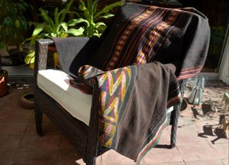 Los tapices tradicionales se ven lindos en cualquier lugar de tu casa, aportando tradición y texturas