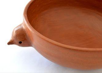 Para acompañar tu asado, tenemos lindos pocillos y fuentes de cerámica para tus ensaladas y pebres