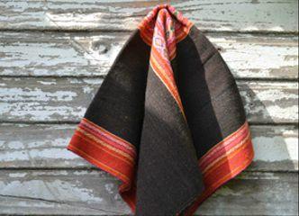 Los aguayos y todos los textiles andinos son sobrios y coloridos a la vez...¡un tesoro que se ve lindo en cualquier parte de tu casa!
