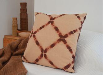 Es tiempo de acurrucarse en la cama con materiales naturales como el lino y la alpaca