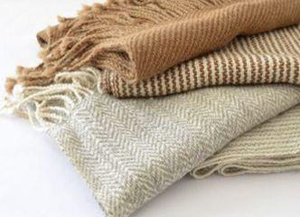 Revisa los lindos diseños de bufandas de alpaca: son un regalo ideal este otoño invierno