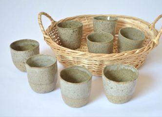 Un set de vasos de cerámica gres puede ser un original regalo para tu papá en su día