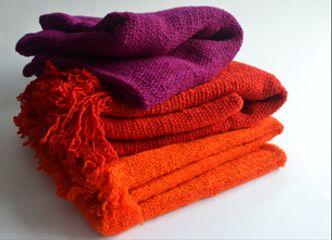 Un echarpe colorido será un fiel compañero para aportar color a tu ropa de invierno...¡Atrévete!