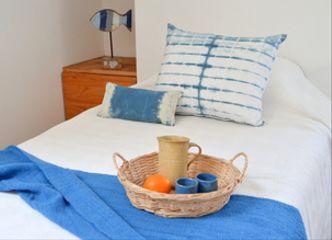 Tenemos lindos cojines teñidos con índigo natural, especiales para dar un toque diferente a tu dormitorio