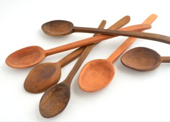 Una simple cuchara de palo tallada a mano en una madera noble, es un tesoro para toda la vida