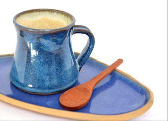Tu desayuno será mucho más rico si lo acompañas de este alegre set en cerámica gres y madera