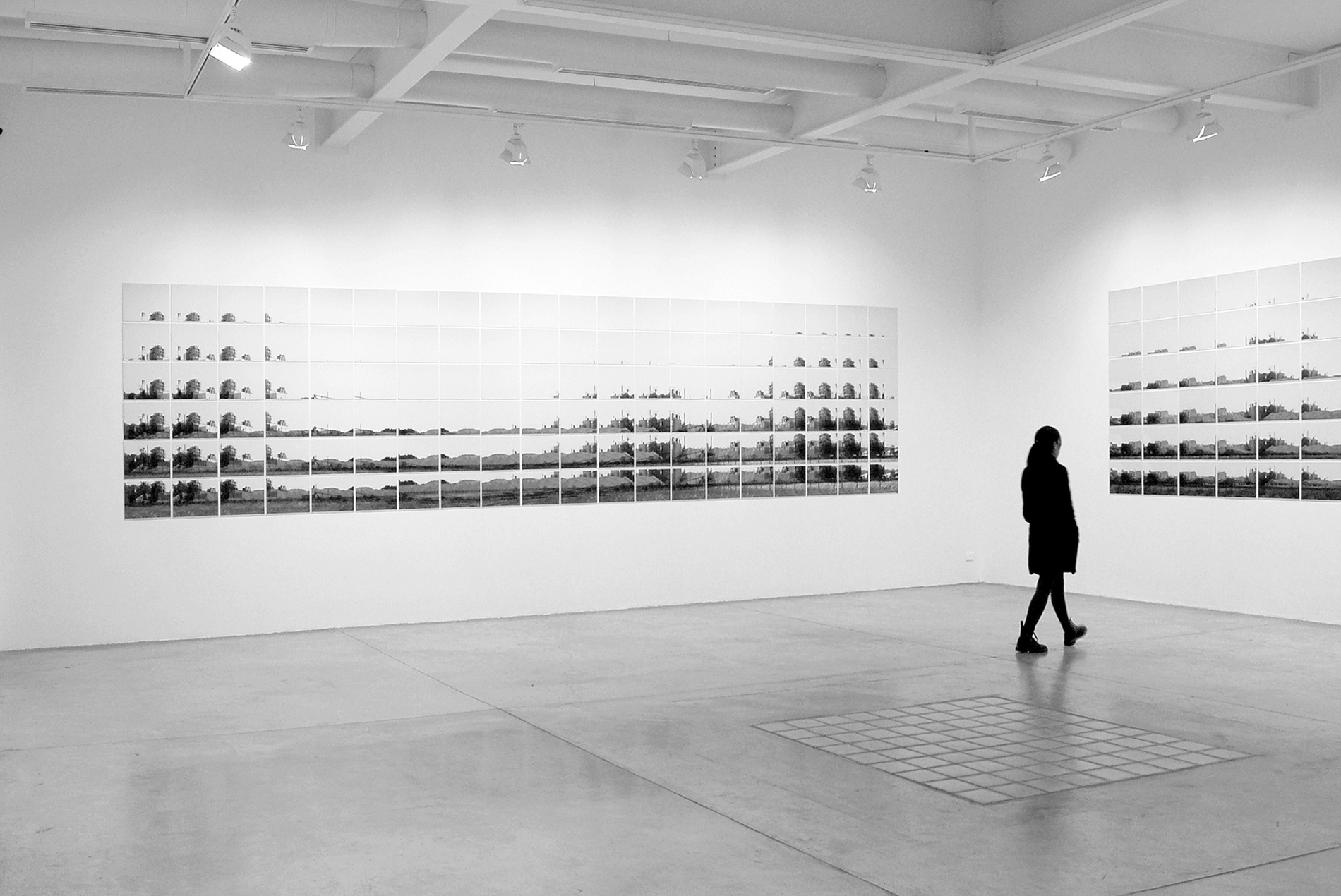 Out of Scale / Installation view 1