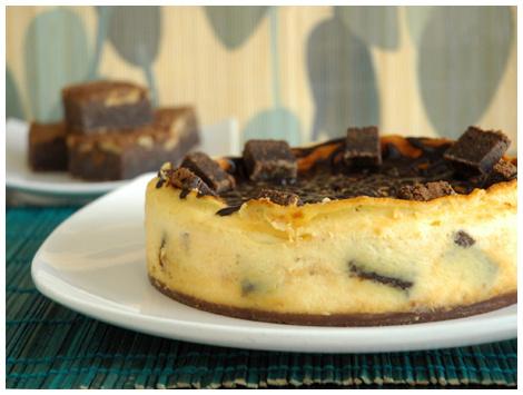 Cheesecake Aniversario con Fudge Brownie