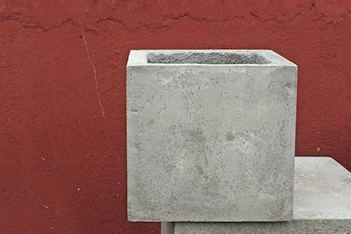 Macetero de concreto cuadrado de 50 x 50 cm