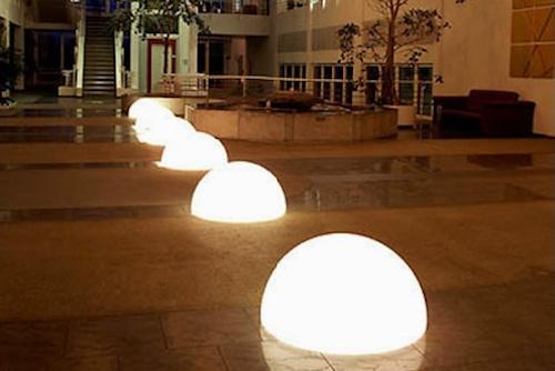 Media esfera luminosa grande