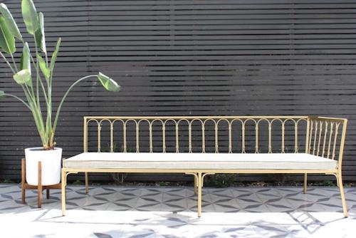 Sofá Annecy de fierro dorado