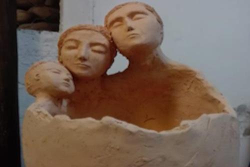 Macetero de cerámica de gres de tres personas