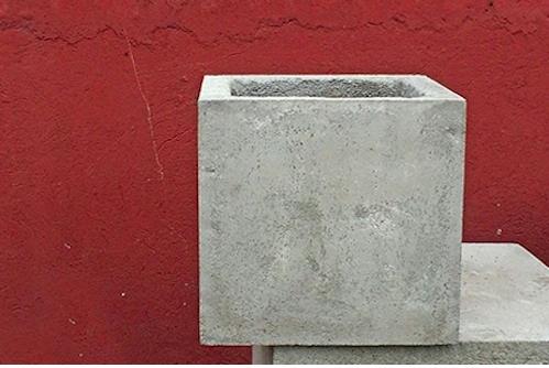 Macetero de concreto cuadrado de 60 x 60 cm