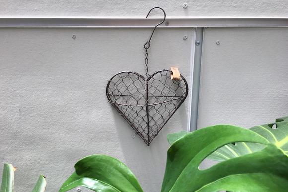 Corazón decorativo de rejilla para corchos o plantas