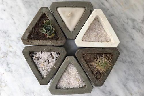 Triángulos decorativos de cemento