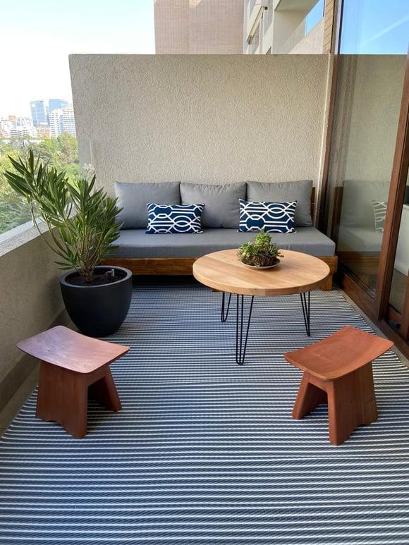 Terraza de 180 cm de ancho: Sofá cómodo + pisos bajos