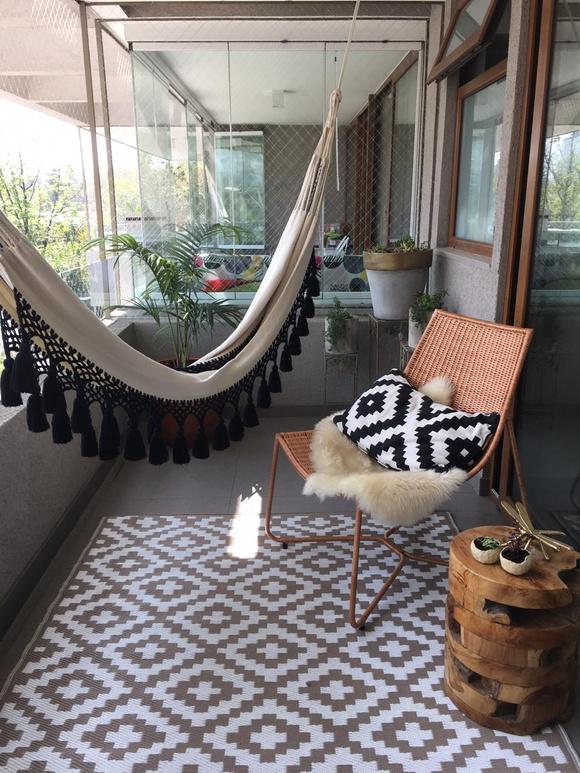 Terraza de dormitorio: Hamaca y silla