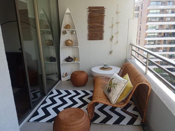 Terraza de 180 cm de ancho con muebles de mimbre