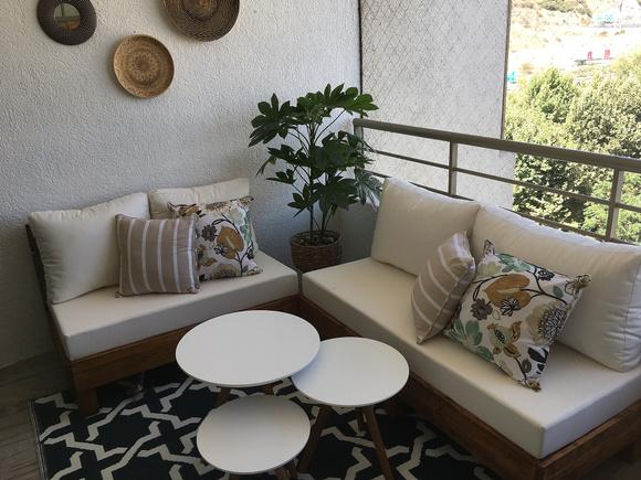 Terraza con dos sofás + sitial + parrilla