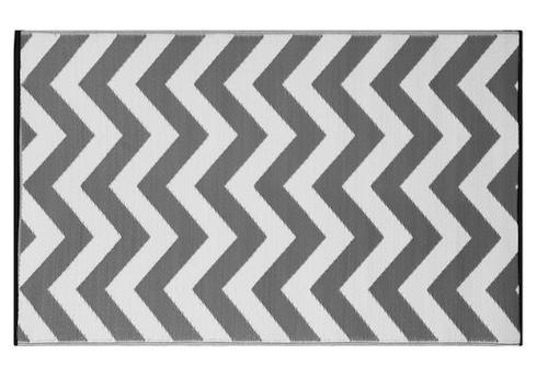 Alfombra PET modelo zig zag gris con blanco 150 x 240