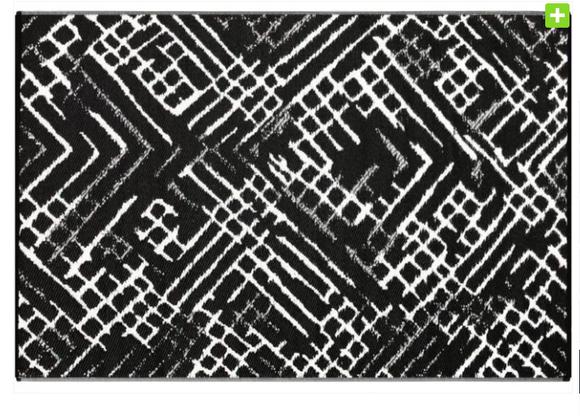 Alfombra PET Channels Negra con blanco 150 x 240 cm.