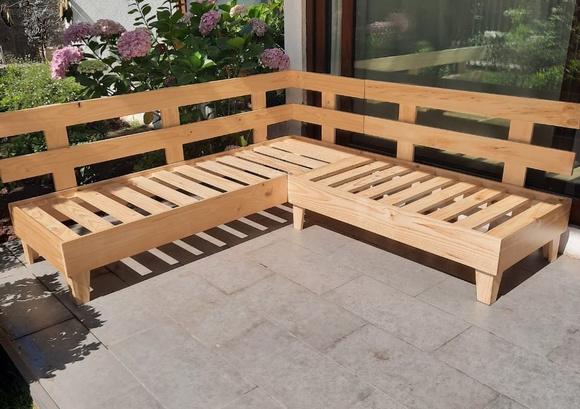 Sofá de madera de pino pulida a medida