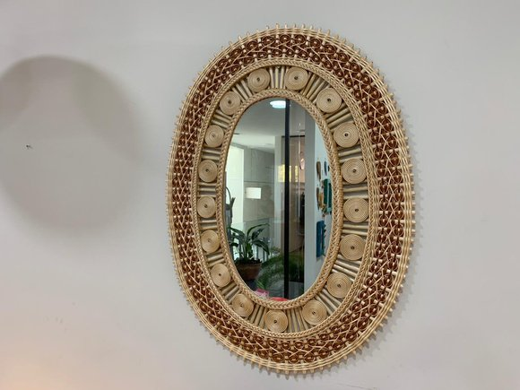 Espejo de mimbre ovalado