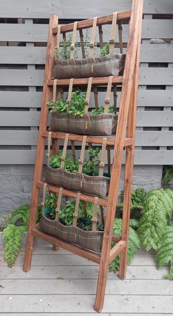 Huerta vertical para 12 especies
