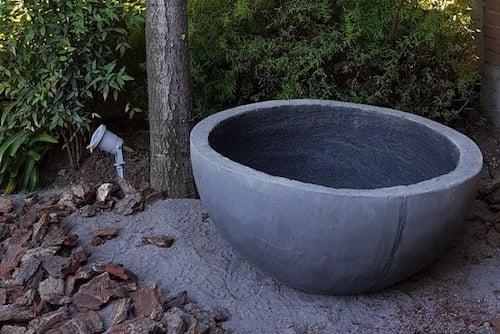 Macetero de concreto media bola de 80 - macetero media bola de concreto negro 80 cm .jpg
