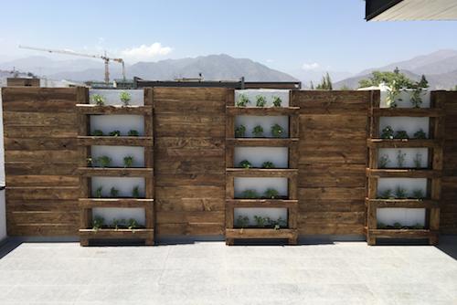 Muro de madera con huerto vertical - muro vertical ecopalet 1.png