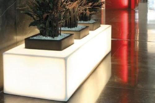 Jardinera triple iluminada Mora - Macetero Mora.jpg