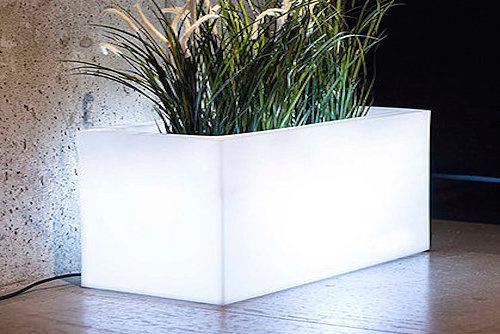 Jardinera iluminada Kika - jardinera con luz kika maceto.jpg