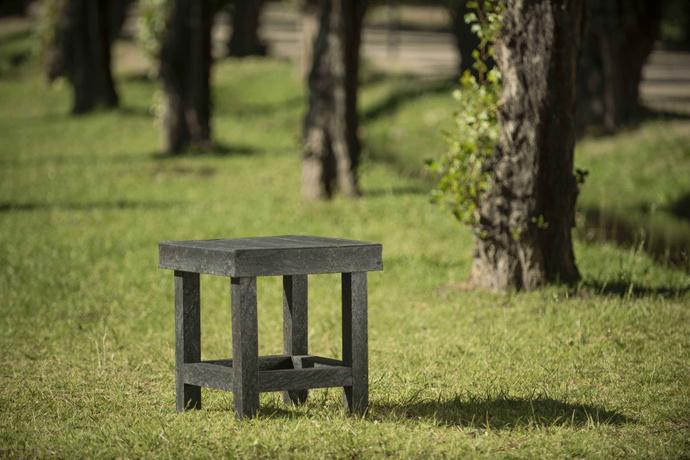 Mesa lateral de  Ecotabla - Mesa Gretta eco tabla plastico reciclado.jpg