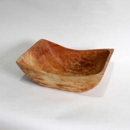 Fuente Cuadrada con rebaje tallada en raulí