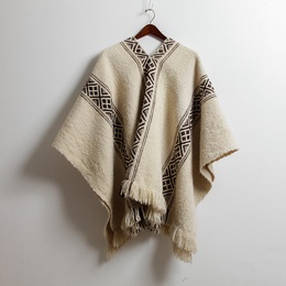Manta Mapuche blanca con Ñimin