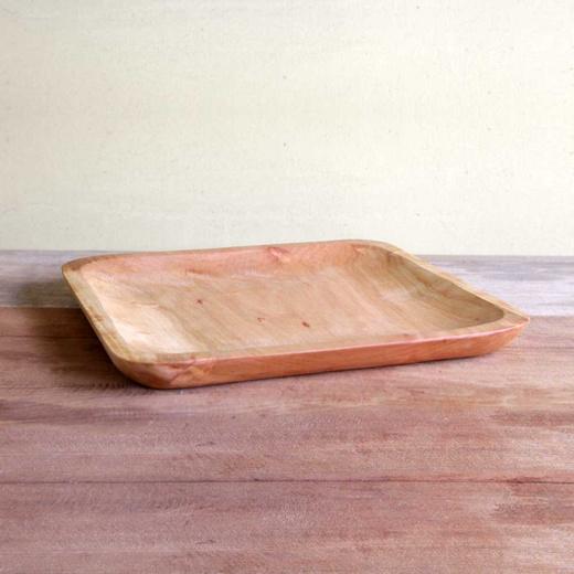 Plato asado cuadrado tallado en raulí