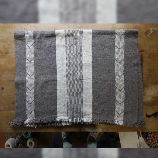 Manta  de lana de oveja tejida en telar mapuche