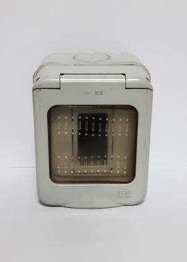 Caja enchufe 1 puesto ip44 s/tapa proteccion